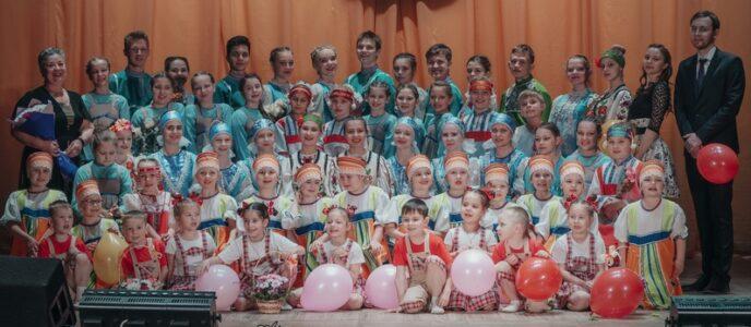 1 мая, в праздник Весны и Труда народный коллектив народного танца «Сударушка» порадовал жителей города отчётным концертом.
