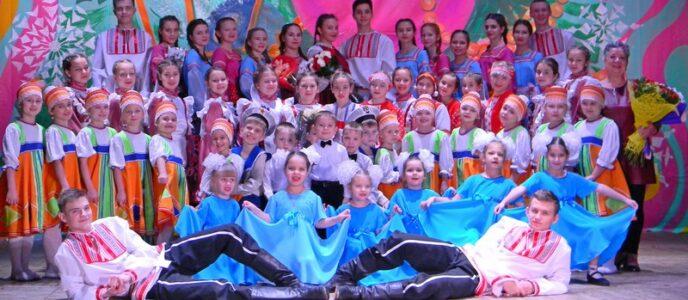 «Новый год шагает по планете»                 15 декабря в районном Доме культуры состоялся концерт народного коллектива народного танца «Сударушка»
